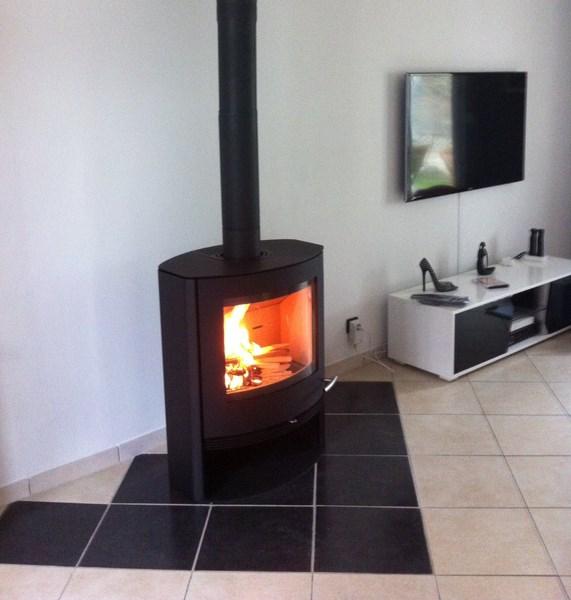 maison du feu remplacer sa chemin e par un po le. Black Bedroom Furniture Sets. Home Design Ideas